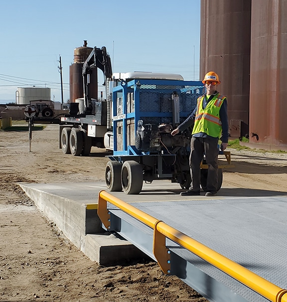 Concrete approach ramp to truck scale
