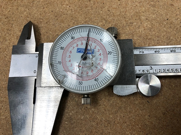 Caliper with busted dial